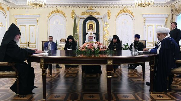 Духовные лидеры Армении и Азербайджана встретились в Москве для переговоров