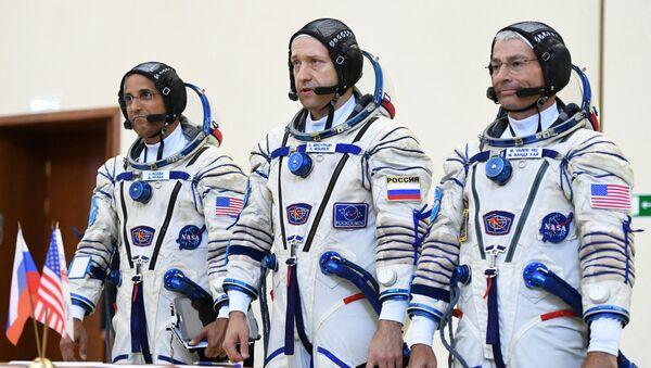 Члены основного экипажа 53/54-й экспедиции на Международную космическую станцию