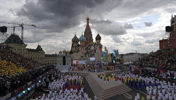 Артисты на церемонии открытия Дня города на Красной площади в Москве. 9 сентября 2017