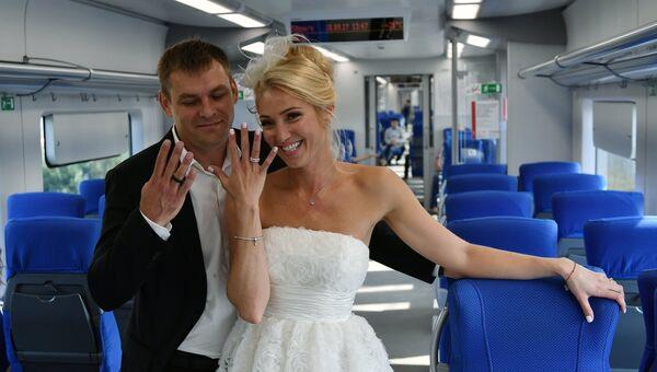 Свадебная церемония пары, выигравшей в конкурсе Хорошо, что люди придумали кольца!