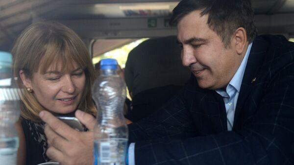Михаил Саакашвили с женой Сандрой Рулофс в вагоне поезда на вокзале польского Пшемышля. 10 сентября 2017