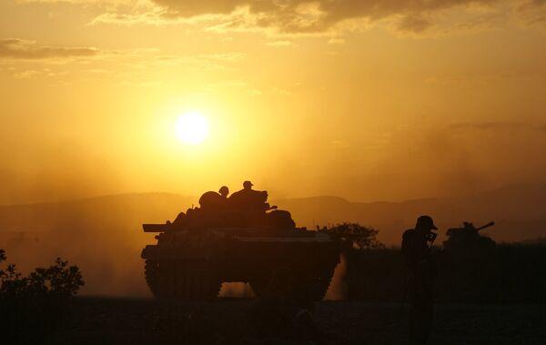 Российские войска на закате в зоне грузино-осетинского конфликта