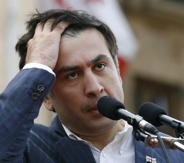 Михаил Саакашвили на митинге перед парламентом в Тбилиси