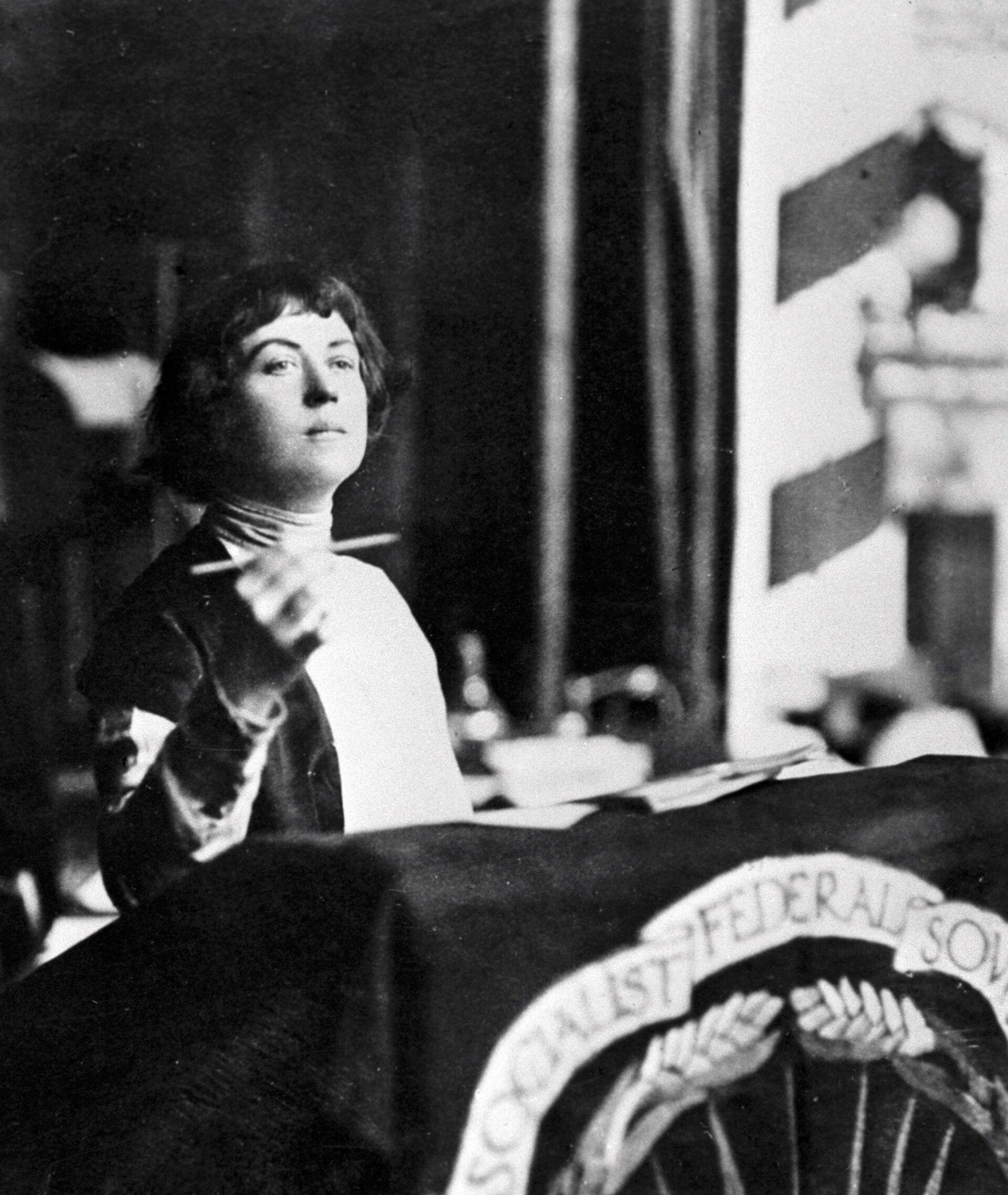 Александра Коллонтай выступает с трибуны 2-й Международной женской конференции - РИА Новости, 1920, 14.09.2021