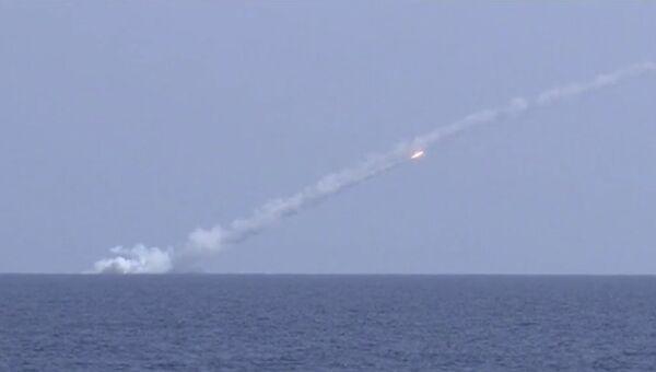 Кадры пуска ракет Калибр с подлодок Великий Новгород и Колпино по объектам ИГ