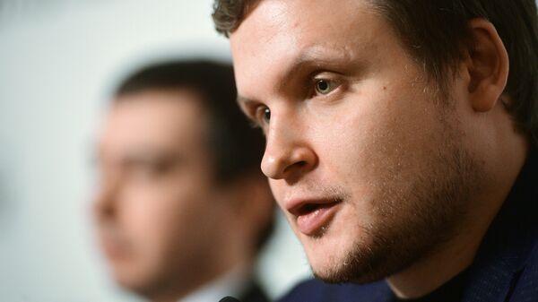 Пранкер Алексей Столяров на презентации книги Вован и Лексус. По ком звонит телефон в Москве