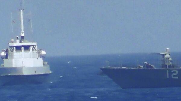 Сближение иранского катера с кораблем ВМС США в Персидском заливе. 25 июля 2017 года