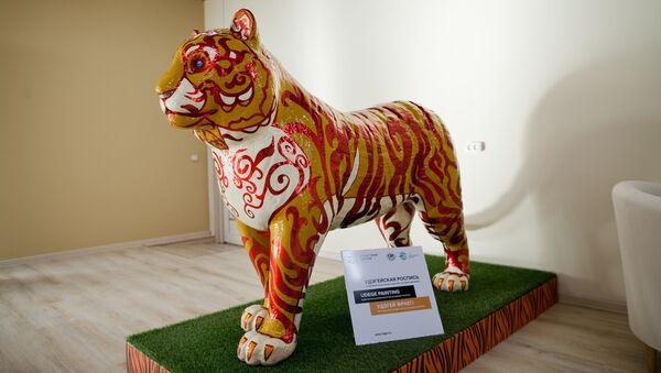 Павильон России передал Казахстану фигуры тигров Гжель и Адыгея