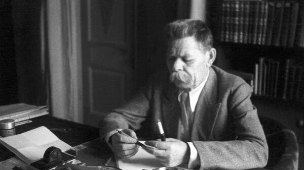 Максим Горький на своей даче в Горках. Архивное фото