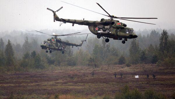 Вертолеты Ми-8 во время совместных стратегических учений вооруженных сил Республики Белоруссия и Российской Федерации Запад-2017. 20 сентября 2017
