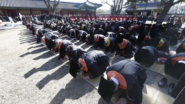 Выпускники в Университете Сунгюнкван в Сеуле