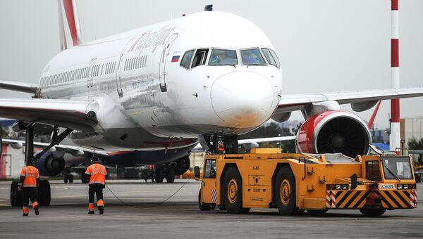 Самолет Airbus A321 авиакомпании Royal Flight в аэропорту Шереметьево. Архивное фото