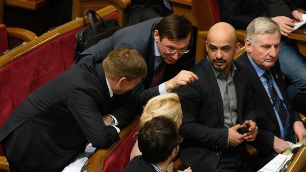 Председатель Блока Петра Порошенко Юрий Луценко и Мустафа Найем на заседании Верховной рады Украины