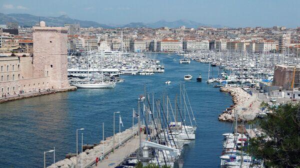 Вид на город Марсель во Франции