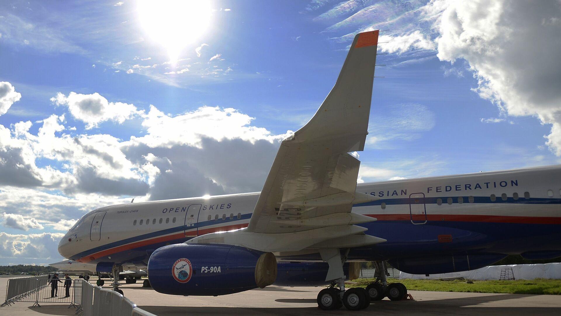Самолет авиационного наблюдения Ту-214ОН, созданный для облета стран-участниц договора по открытому небу (The Treaty on Open Skies) - РИА Новости, 1920, 27.04.2021