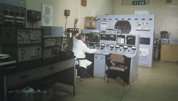 Пульт управления первого российского ядерного реактора, пущенного в декабре 1946 года. Институт атомной энергии имени И.В.Курчатова (ныне - Российский научный центр «Курчатовский институт»)