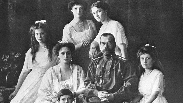 Царь Николай II и его семья. Архивное фото