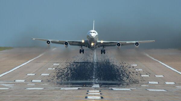 Самолет наблюдения США OC-135B