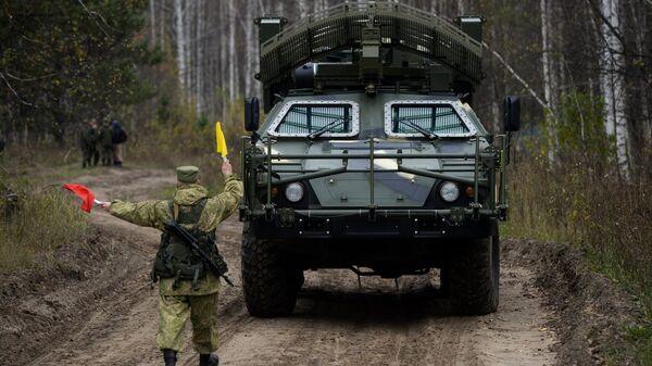 Машина дистанционного разминирования Листва Новосибирского ракетного соединения РВСН перед началом учений в Новосибирской области