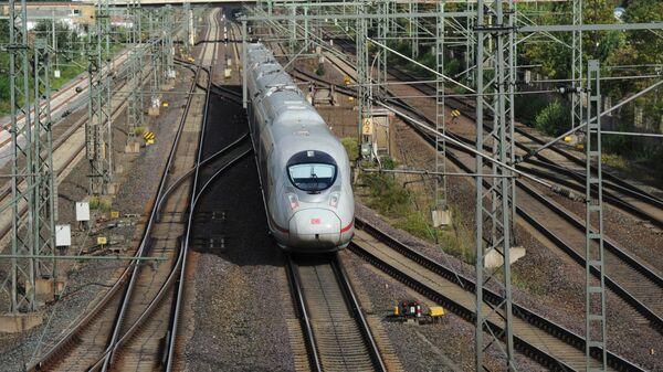 Скоростной поезд Intercity-Express (ICE) в Германии