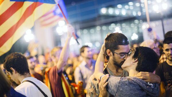 Участники митинга в Барселоне в поддержку референдума о независимости Каталонии. 29 сентября 2017