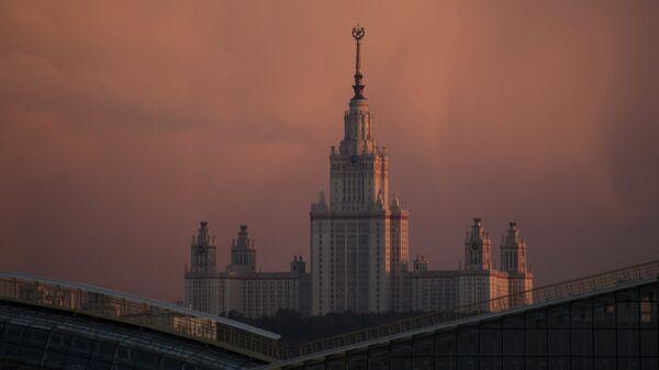 Здание МГУ. Архивное фото