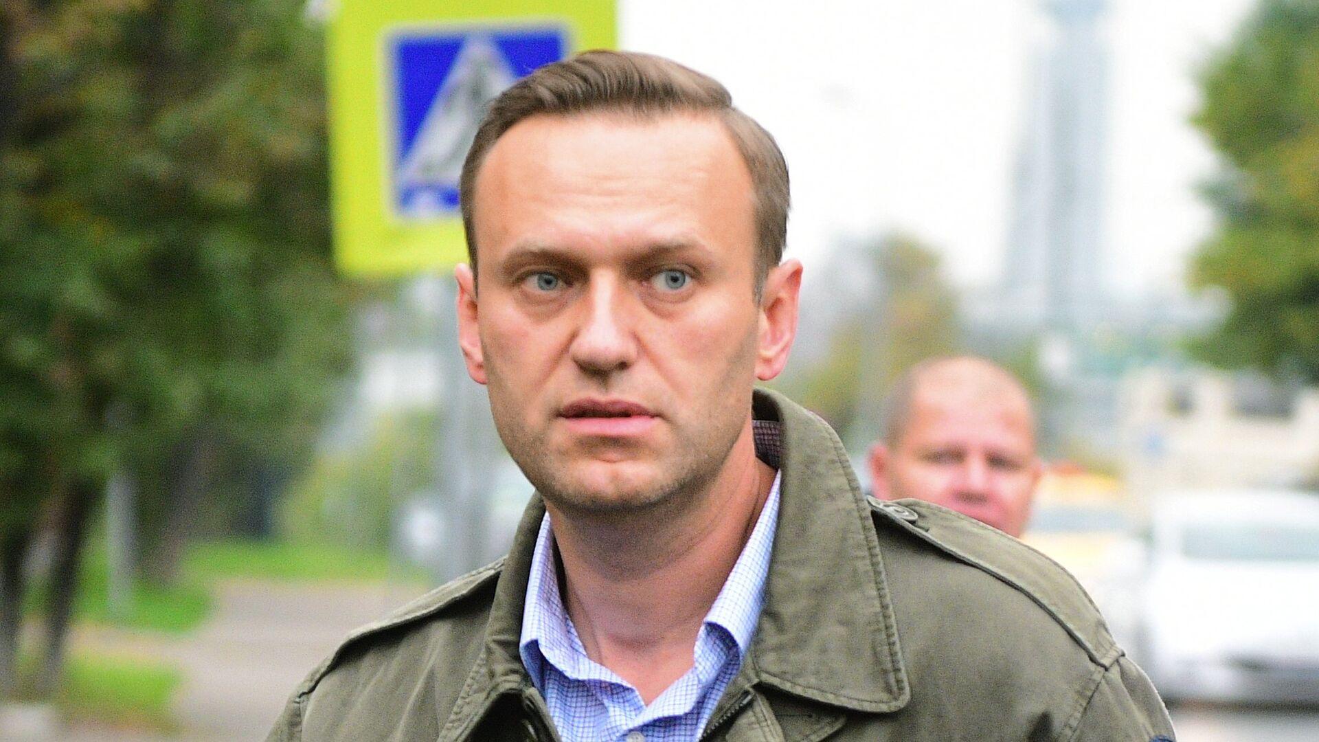 Алексей Навальный у здания Симоновского районного суда Москвы. 2 октября 2017 - РИА Новости, 1920, 06.10.2020