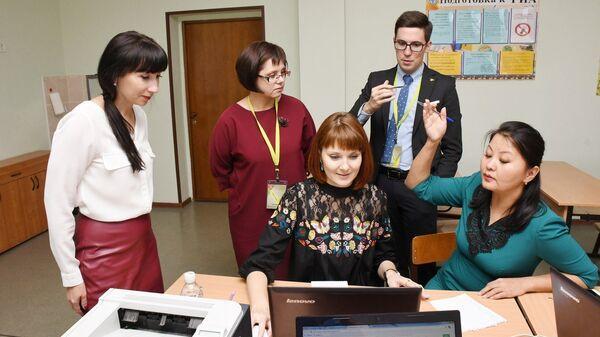 Лауреаты Всероссийского конкурса Учитель года России-2017 обсуждают свои образовательные проекты. 2 октября 2017