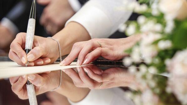 Церемония регистрации брака в ЗАГС. Архивное фото