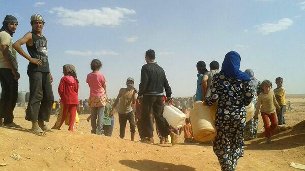 Сирийские беженцы в лагере Рукбан на границе Иордании с Сирией