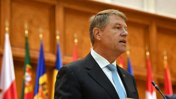 Президент Румынии Клаус Йоханнис выступает на Парламентской ассамблее НАТО в Бухаресте