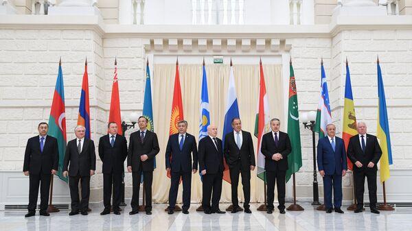 Совместное фотографирование участников заседания совета министров иностранных дел государств – участников СНГ в Сочи. 10 октября 2017