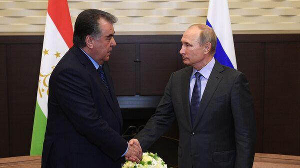Президент России Владимир Путин и президент Республики Таджикистан Эмомали Рахмон во время встречи. 10 октября 2017