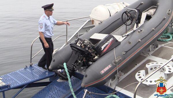 Лодка полиции после инцидента с браконьерами. Архивное фото