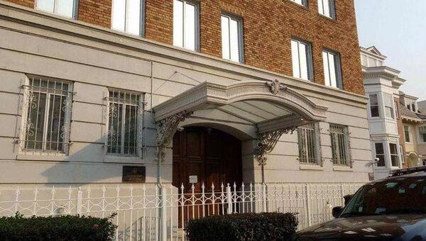 Здание консульства РФ в Сан-Франциско со снятым российским флагом