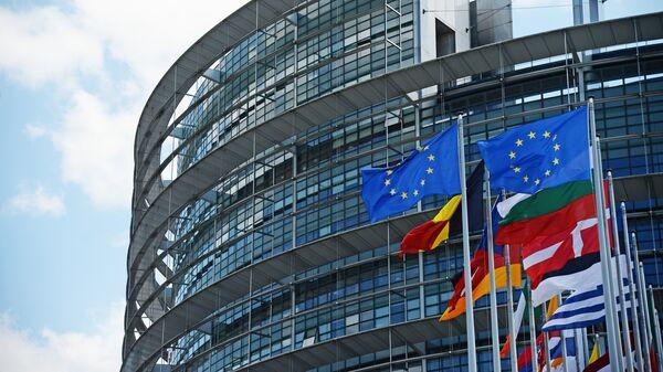 Флаги ЕС у здания Европейского парламента в Страсбурге