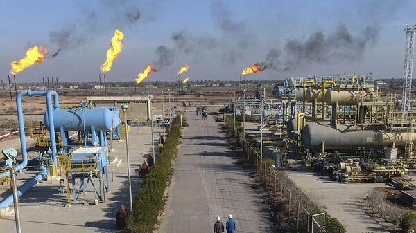 Нефтяной завод в Басре, Ирак