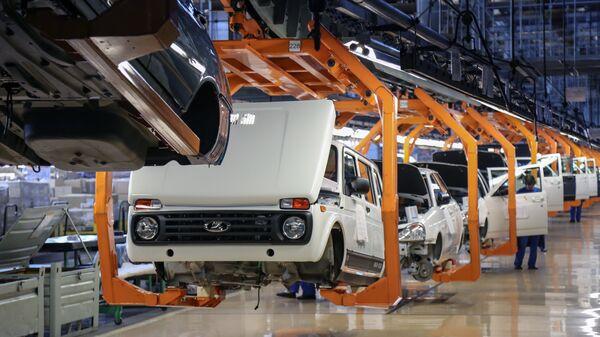 Цех сборки автомобилей на заводе ОАО АвтоВАЗ в Тольятти