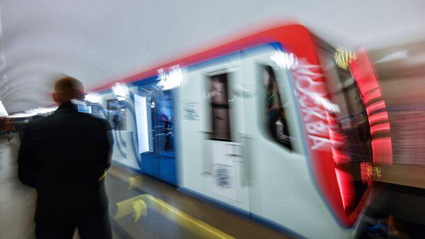 Поезд в московском метро