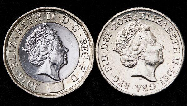 Новая (слева) и старая монеты номиналом в 1 фунт стерлингов. Архивное фото