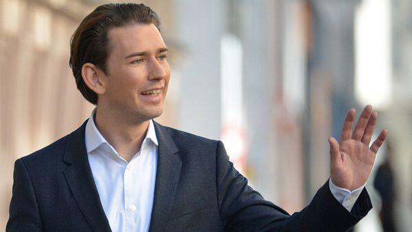 Лидер Австрийской народной партии, министр иностранных дел Австрии Себастьян Курц перед голосованием на парламентских выборах в Австрии. 15 октября 2017