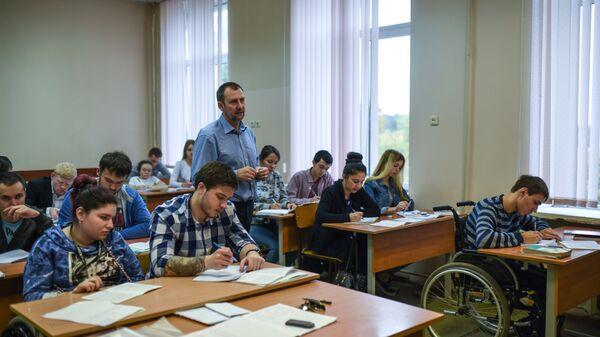 Школьники на занятиях