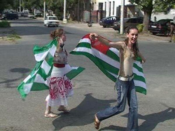 Флаги, стрельба и восторг – Абхазия празднует признание независимости