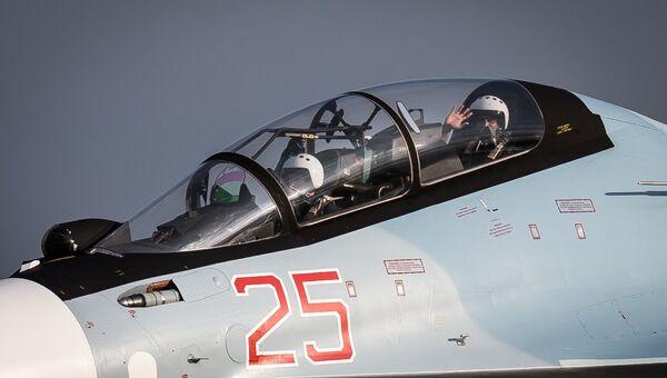 Российско-индийский экипаж истребителя Су-30СМ на совместных учениях