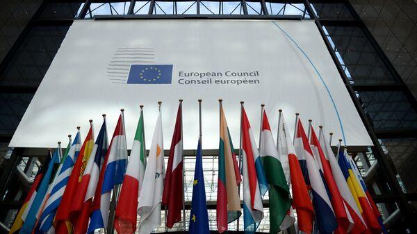 Флаги стран-участниц заседания Совета Европы в Брюсселе. 19 октября 2017