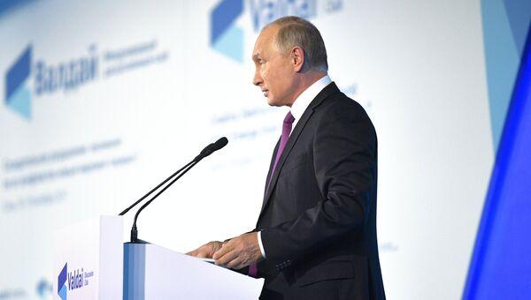 Владимир Путин выступает на итоговой сессии Международного дискуссионного клуба Валдай. 19 октября 2017