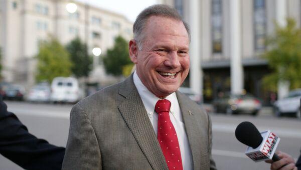 Кандидат в американский сенат от Республиканской партии Рой Мур в Монтгомери, штат Алабама. 26 сентября 2017