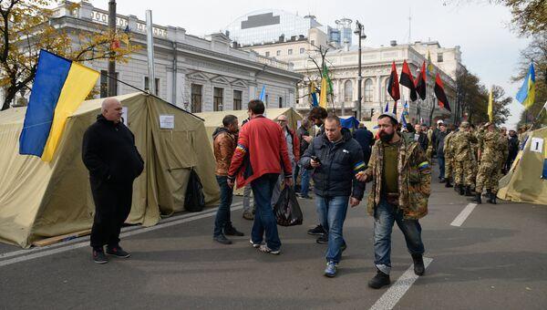 Палаточный городок у здания Верховной рады Украины в Киеве