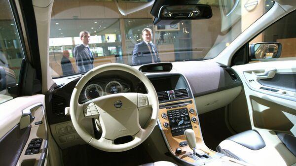 Автомобиль Volvo XC60 на Московском международном автосалоне