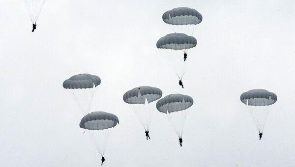 Военнослужащие Воздушно-десантных войск во время учений. Архивное фото